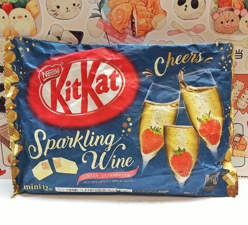 Шоколад Kit Kat со вкусом клубники и игристого вина