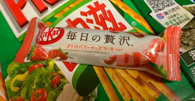 Мини-батончик kit-kat со вкусом клубничного чизкейка